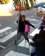 非番の女性警官が強盗犯を返り討ち